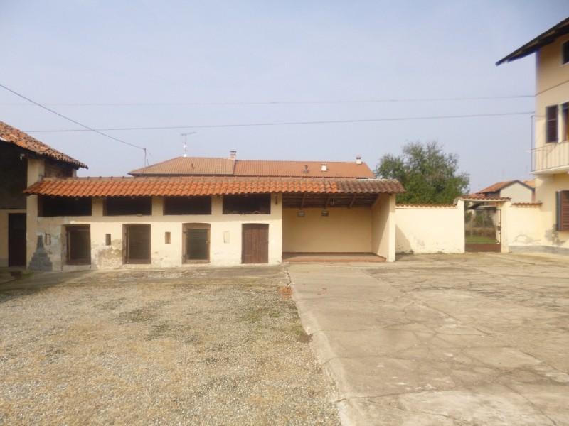 Cascinale indipendente salussola for Planimetrie per case di 1800 piedi quadrati