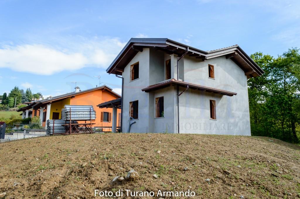Villa indipendente in vendita quaregna for Planimetrie per case di 1800 piedi quadrati