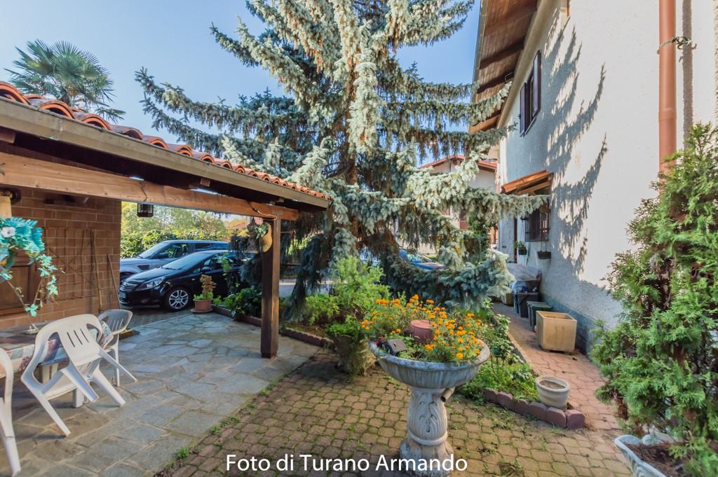 Villa indipendente con giardino prucengo roasio for Planimetrie del cottage del cortile